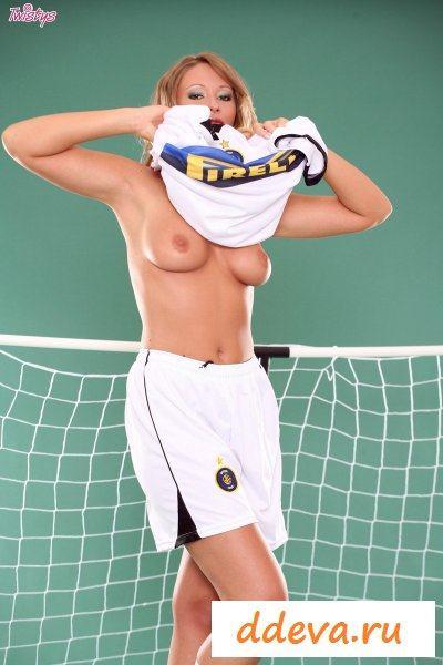 Фото-сет с футболисткой