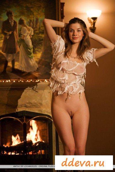Художница решила сняться в красивом доме » Голые девушки и женщины - фото эротика