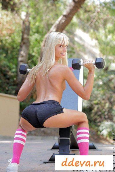 Спортсменка на природе » Голые девушки и женщины - фото эротика