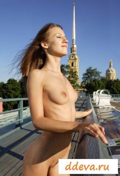 Голая девушка в отпуске