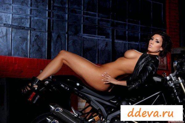 Новая девушка байкера » Голые девушки и женщины - фото эротика