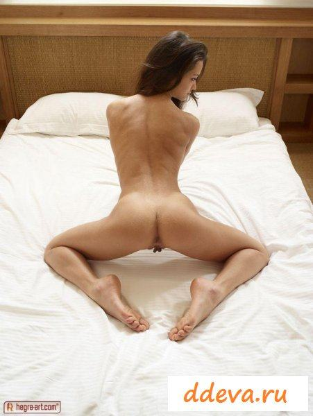 Малолетка на постели