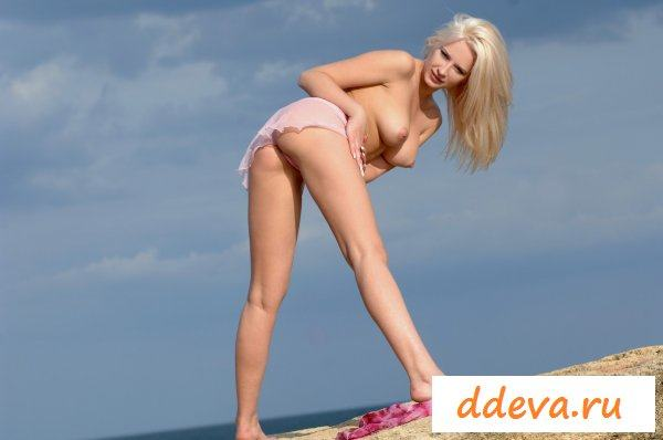 Шлюшного вида блонда
