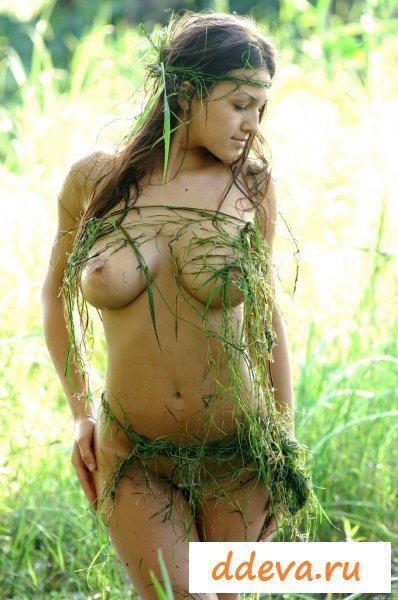 Милашка по щиколотку в болоте
