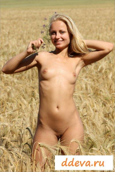 Колхозница утопает в золотом море