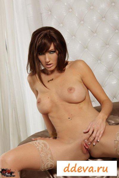 Красивая тридцатилетняя порнозвезда