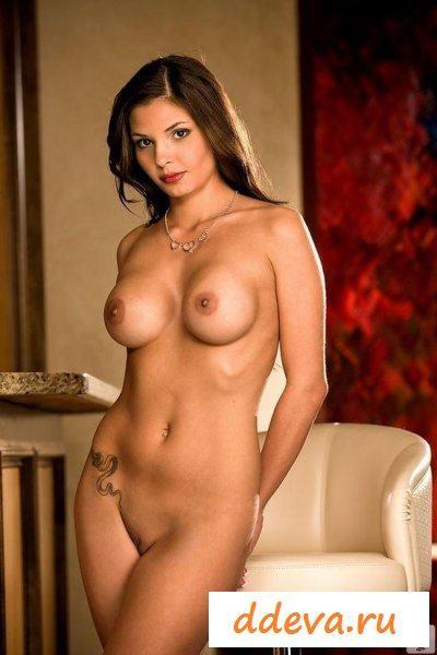 Кинозвезда с огромной грудью » Голые девушки и женщины - фото эротика