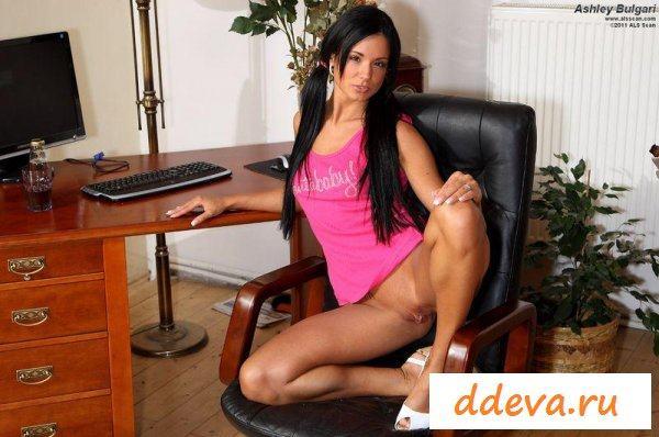 Секретарша у своего босса за столом » Голые девушки и женщины - фото эротика