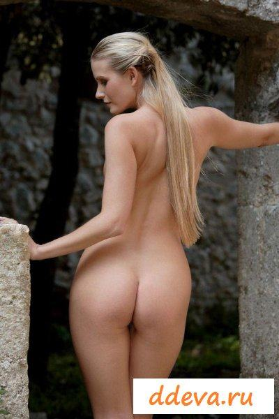 Наташа на природе » Голые девушки и женщины - фото эротика