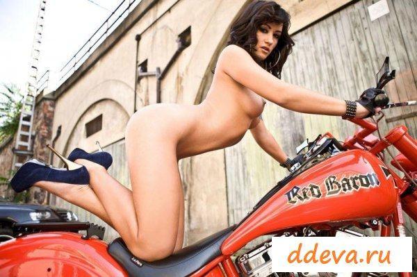 Мотоциклистка пришла покупать себе байк