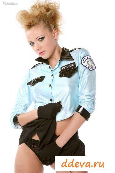 Легкомысленная полицейская телка