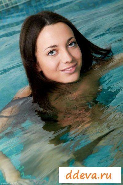 Девственница в бассейне » Голые девушки и женщины - фото эротика