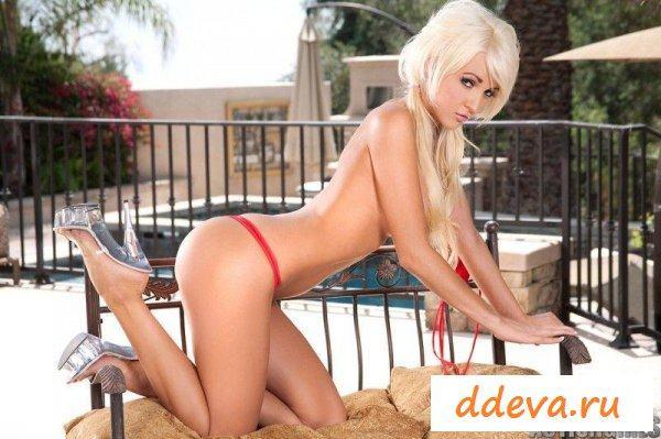 Блондинка возле бассейна » Голые девушки и женщины - фото эротика