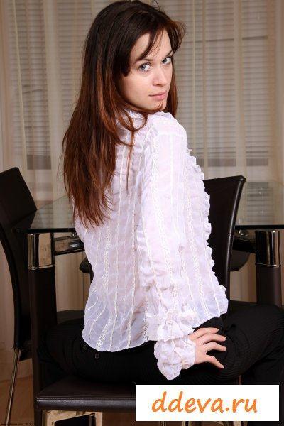 Под брючками и блузкой скрывается бестия