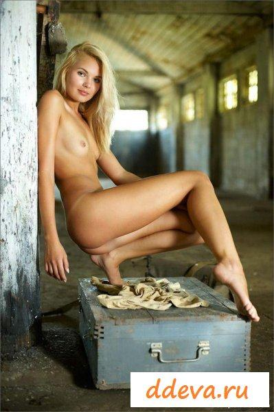 Заложница на заброшенном складе