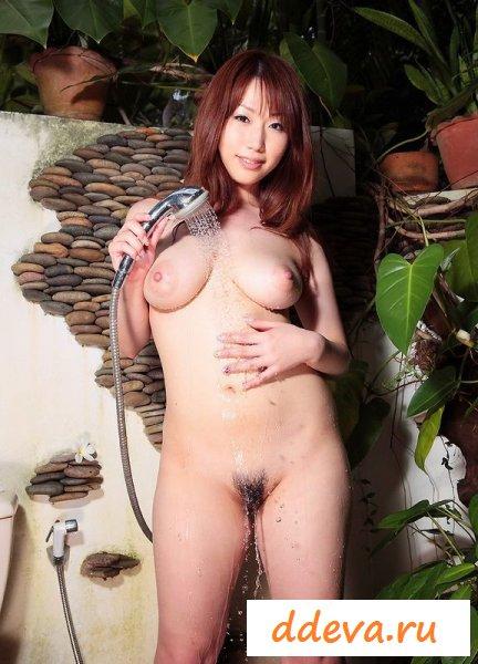 Азиатка знакомится со своим новым домом