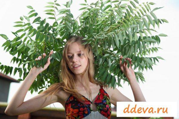 Лиза вышла в сад