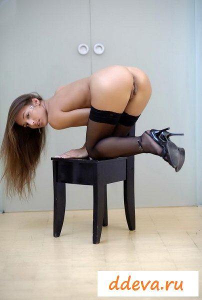 Сексапильная брюнетка решила показать свои половые губы » Голые девушки и женщины - фото эротика