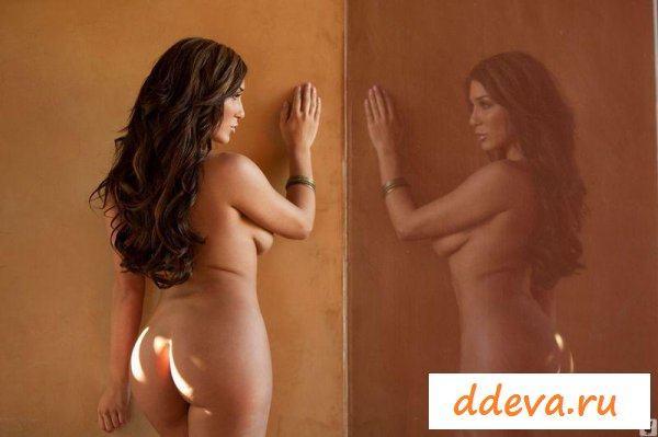 Латиноамериканка с красивой фигурой