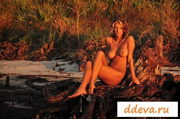 Сексуальная туристка заблудилась в лесу