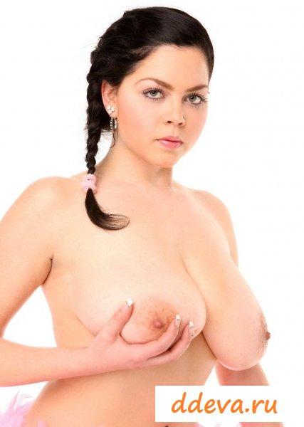 Пухленькая балерина с огромной грудью