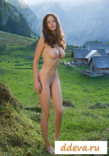 Длинноногая приехала в горы
