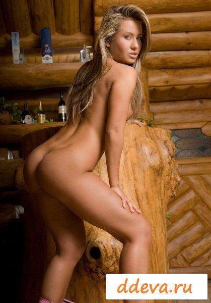 Мулатка в деревянной бане