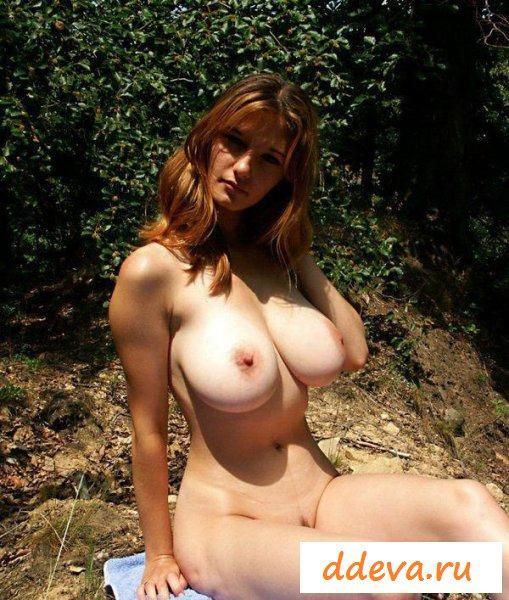 Сексуальная с огромными сиськами